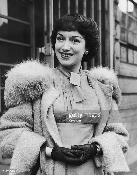 British actress Pat Kirkwood leaves University College Hospital after an operation for appendicitis 19th June 1954
