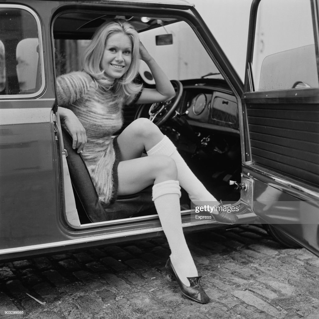 Suzanna Leigh : News Photo