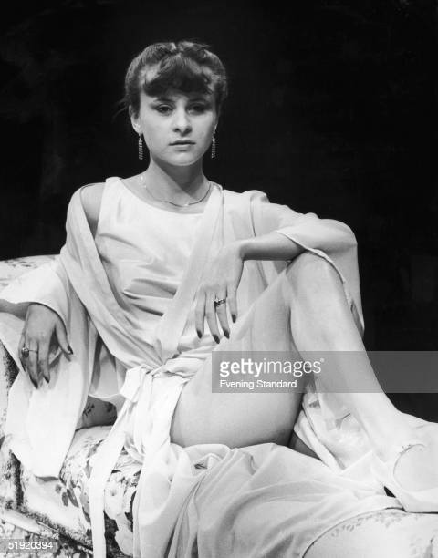 British actress Tracey Ullman stars as Lucy in the Young Vic's new production of 'Dracula', December 1980.