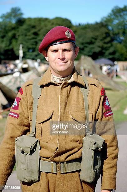 soldados britânicos no ar. - exército britânico - fotografias e filmes do acervo