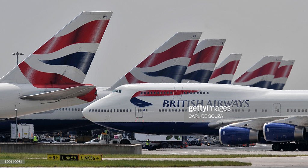 A British Airways aircraft taxis past ot : News Photo