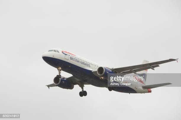 british airways plane landing at heathrow airport - british airways stock pictures, royalty-free photos & images