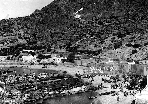 British and Greek forces are landing near Kapsali on the Island of Cythera