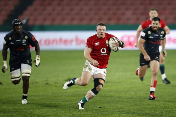British and Irish Lions' loose forward Sam Simmonds (C) runs with the ball during a rugby union tour match between the Sharks against the British and Irish Lions at the Ellis Park stadium in Johannesburg on July 7, 2021. (Photo by Phill Magakoe / AFP) (Photo by PHILL MAGAKOE/AFP via Getty Images)