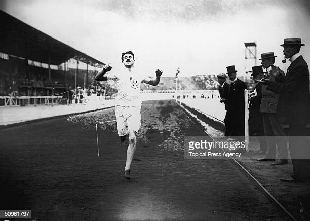 British athlete Wyndham Halswelle crosses the finishing line of the rerun Olympic 400 Metres final at White City 25th July 1908 Halswelle was the...
