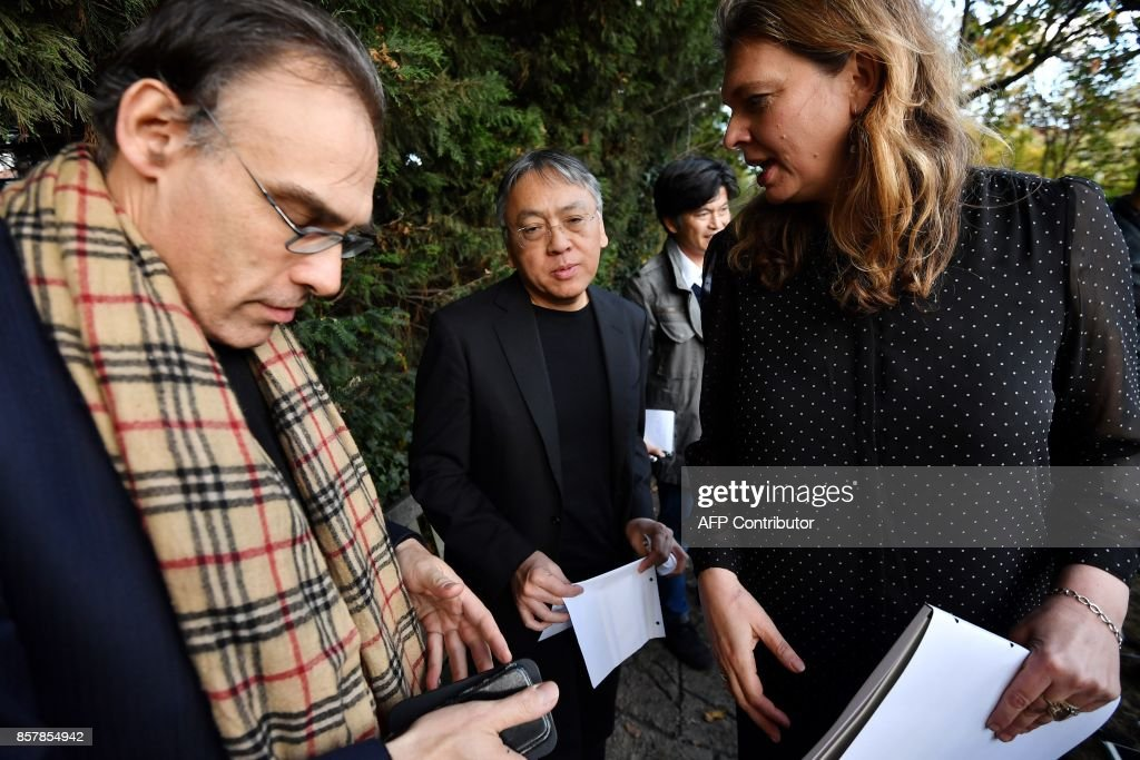 British author Kazuo Ishiguro (C) gestures on speaking at a press conference in London on October 5, 2017 after being awarded the Nobel Prize for Literature. Kazuo Ishiguro, the 62-year-old British writer of Japanese told British media that winning the 2017 Nobel Prize for Literature today was a 'magnificent honour' and 'flabbergastingly flattering'. / AFP PHOTO / Ben STANSALL