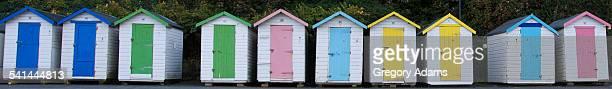 british bathing huts on the isle of wight - insel wight stock-fotos und bilder