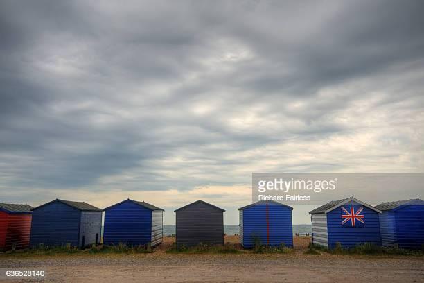 british beach huts - meerkanal stock-fotos und bilder