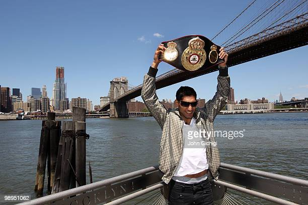 British boxer Amir Khan poses with the WBA World light welterweight championship belt in front of the Brooklyn Bridge on May 10 2010 in the Brooklyn...