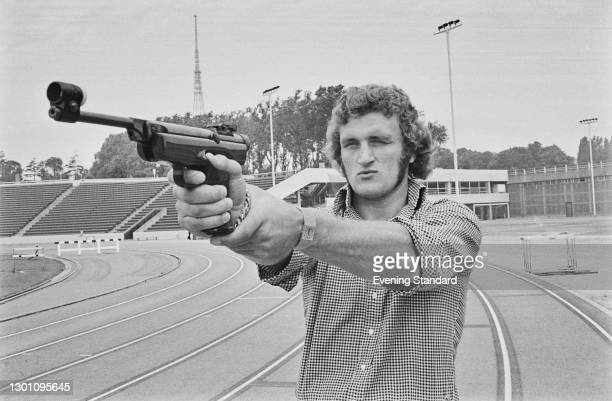 British boxer Joe Bugner takes part in the televised sporting event 'Superstars' at Crystal Palace athletics stadium in London, UK, 20th August 1973....