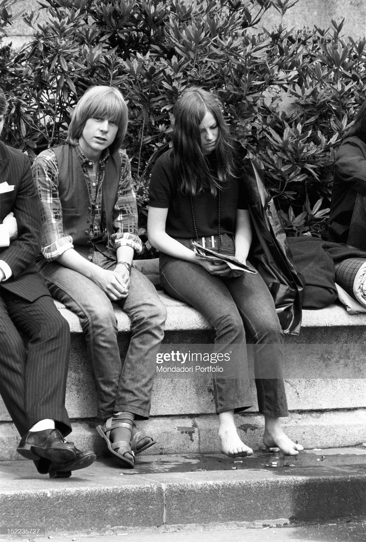 https://media.gettyimages.com/photos/british-boy-and-a-british-girl-sitting-barefoot-on-a-bench-london-picture-id152235727?s=2048x2048