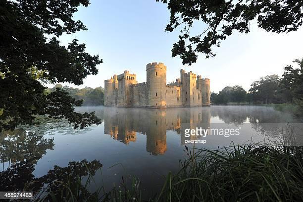 british castle and moat - kasteel stockfoto's en -beelden