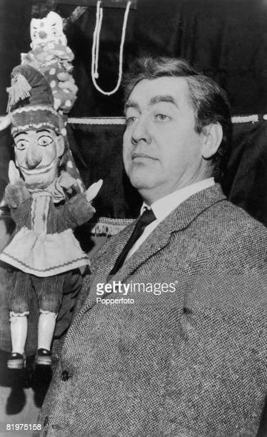 British comedian Tony Hancock as Wally Pinner in the comedy film 'The Punch and Judy Man', directed by Jeremy Summers, 1963.