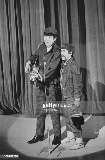 British comedians Jimmy Tarbuck and Ronnie Corbett perform a sketch together on 'The London Palladium Show' for Associated Television at the...