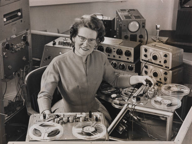 UNS: Female Pioneers Of Electronic Music