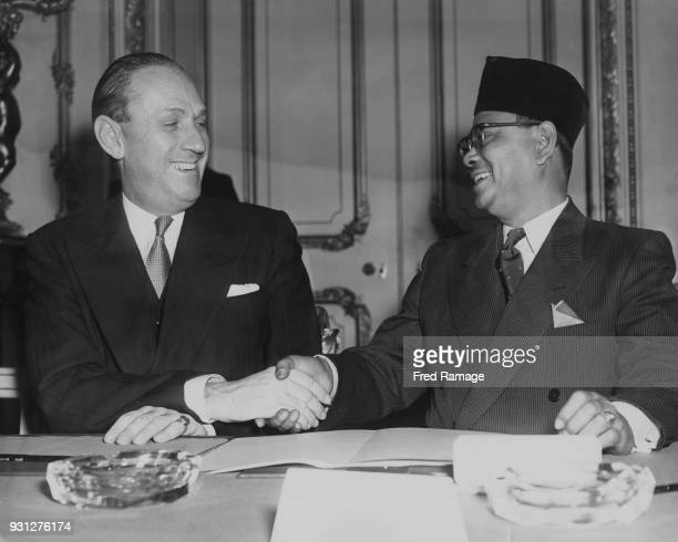 British Conservative politician Alan LennoxBoyd the Secretary of State for the Colonies shakes hands with Tunku Abdul Rahman the Chief Minister of...