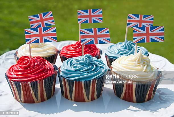 british cupcakes - british flag cake stock pictures, royalty-free photos & images