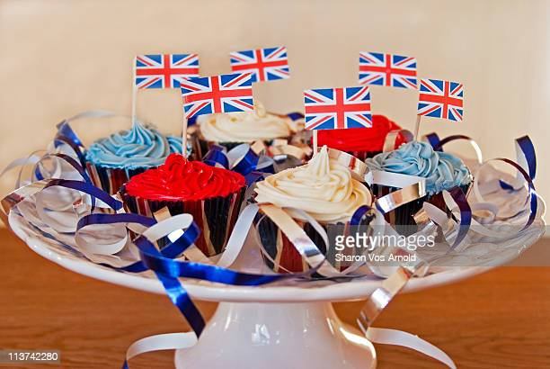 british cupcakes with streamers - british flag cake stock pictures, royalty-free photos & images