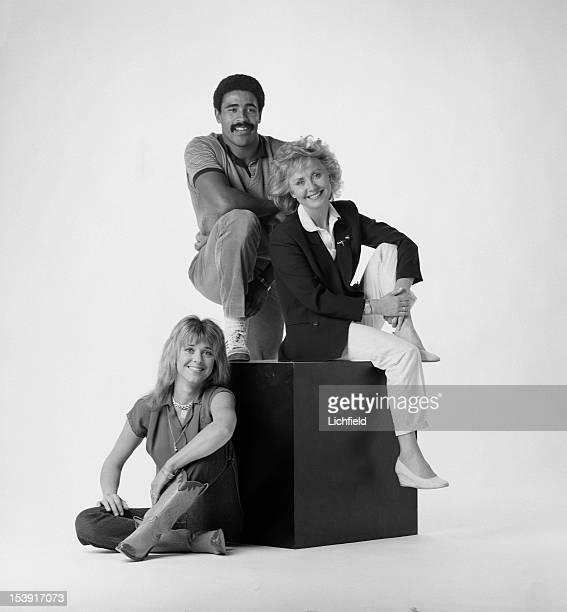 British decathlete Daley Thompson poses in a studio with singers Lulu and Suzi Quatro circa 1985
