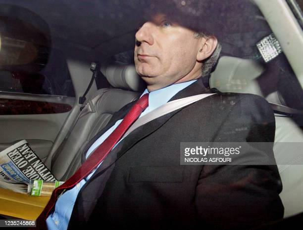 British Defense Secretary Geoff Hoon arrives at the Ministry of Defense in London 28 January, 2004. - British Prime Minister Tony Blair's government...