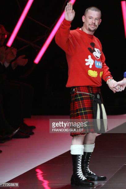 British designer Alexander Mcqueen waves at the end of his Spring/Summer 2008 readytowear collection show in Paris 05 October 2007 AFP PHOTO FRANCOIS...