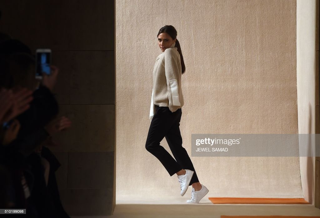 TOPSHOT - British designer Victoria Beckham greets the audience after presenting her creations during the Fall 2016 New York Fashion Week on February 14, 2016, in New York. / AFP / Jewel Samad