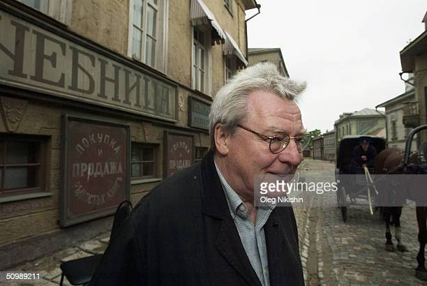 British director and jury president Alan Parker visits Mosfim Russia's biggest film studio during the Moscow Film Festival on June 23 2004 in Moscow...