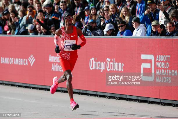 British distance runner Mo Farah competes during the 2019 Bank of America Chicago Marathon on October 13 2019 in Chicago Illinois Kenya's Lawrence...
