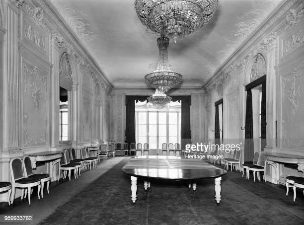British Embassy 39 Rue de Fauborg Saint Honore Paris France 1964 The state dining room at the Hotel de Charost the British Ambassador's residence in...