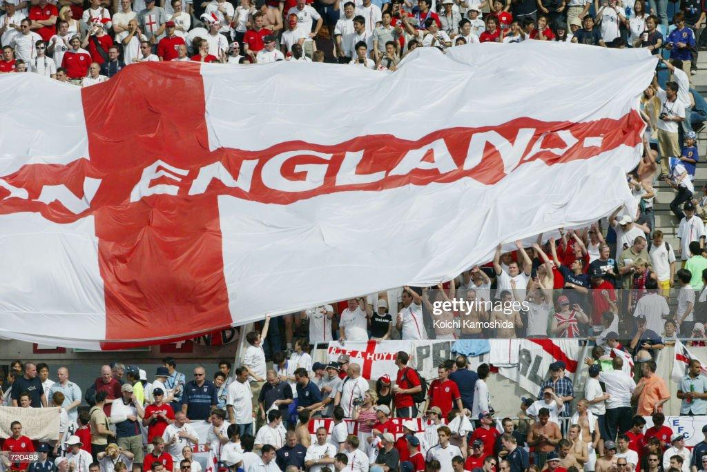 British Fans Watch World Cup Match in Japan : News Photo