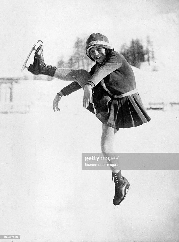 British figure skater and world champion in 1938 and 1939 Megan Taylor (1920-1993) as a talent at a demonstration at the Kulm-skating rink in St. Moritz. About 1933. Photograph. (Photo by Imagno/Getty Images) Die britische Eiskunstläuferin und Weltmeisterin von 1938 und 1939 Megan Taylor (19201993) als heranwachsendes Talent bei einer Vorführung auf der Kulm-Eisbahn in St. Moritz. Um 1933. Photographie.