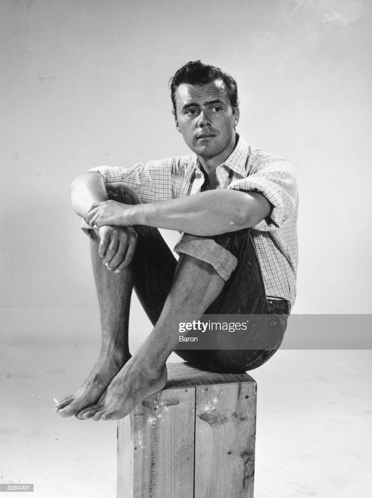 Dirk Bogarde : News Photo