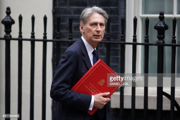 British Foreign Secretary Philip Hammond arrives in 10 Downing Street in central London on May 13 2016 / AFP / DANIEL LEALOLIVAS