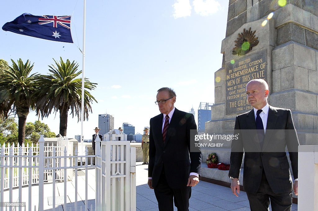 British Foreign Secretary William Hague (R) and Australian Foreign Minister Bob Carr (L) walk after laying wreaths at Perth's Kings Park War Memorial before the commencement of the Australia-UK Ministerial Consultations (AUKMIN) in Perth on January 18, 2013. The event is an annual day-long summit between the British Foreign Secretary and Defence Minister and their Australian counterparts. AFP PHOTO / POOL / Tony ASHBY