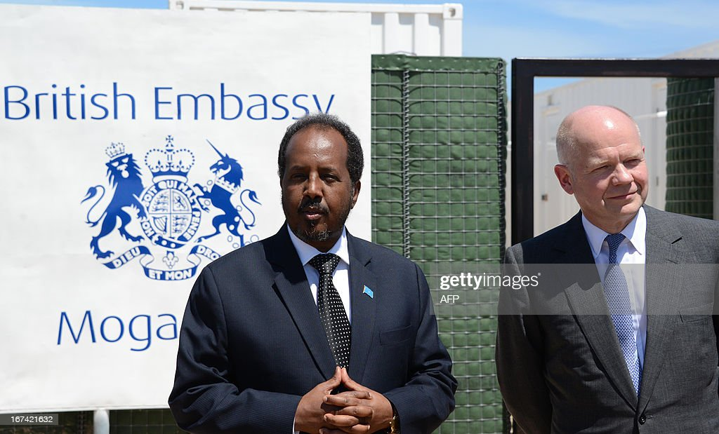British Foreign Secretary William Hague (R) stands with Somali President Hassan Sheik Mohamud in front of the newly opened British Embassy in Mogadishu on April 25, 2013. British Foreign Secretary William Hague opened a new embassy in Mogadishu on April 25, 22 years after London pulled its diplomats from conflict-torn Somalia. AFP PHOTO / Mohamed Abdiwahab
