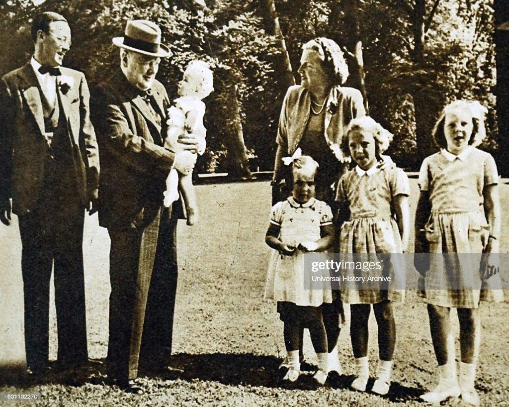 Churchills Visit Dutch Royal Family : Nieuwsfoto's