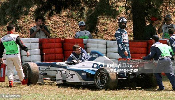 British Formula One driver Damon Hill leaves his TWRYamaha 28 March after losing control during the practice session for the 30 March 1997 at the...