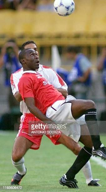 British forward Dwight Yorke of Manchester United tries to control the ball before Nacaxa's Miguel Acosta 06 January 2000 during the match opposing...