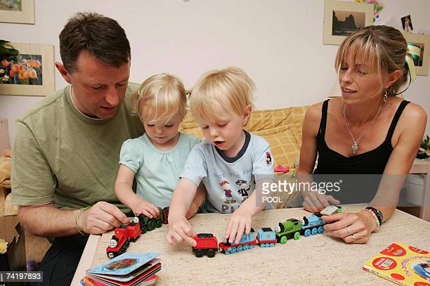 British Gerry and Kate McCann plays with their twins Amelie and Sean in their appartment in Praia da Luz in Portugal 19 May 2007 Madeleine McCann...