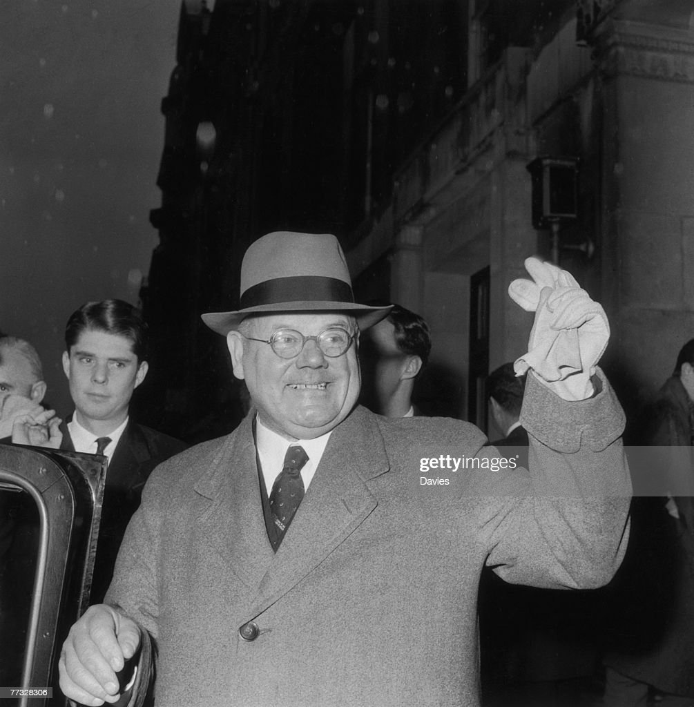 British GP John Bodkin Adams (1899 - 1983) visits the General Medical Council in London, in an attempt to be reinstated to the medical register, 23rd November 1960. He was struck off in 1957, following his acquittal in a controversial murder trial, and reinstated in 1961.