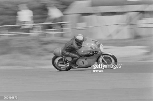 British Grand Prix motorcycle racer Mike Hailwood racing at the Silverstone Circuit in Northamptonshire, 1965.