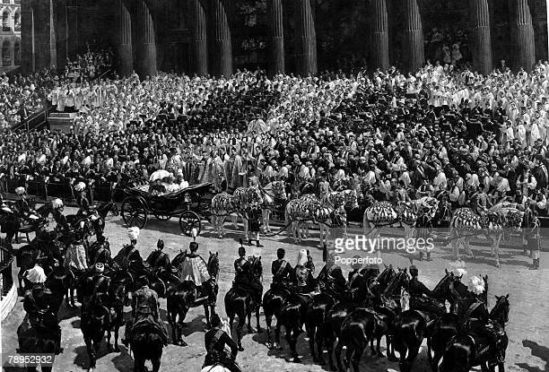 British History Royalty Queen Victoria's Diamond Jubilee shows Queen Victoria's carraige at St Paul's Cathedral where the theanksgiving service was...