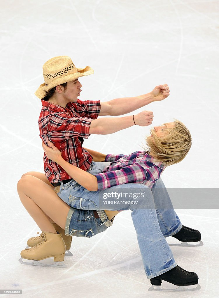 British ice dancers Sinead Kerr and John : Foto jornalística