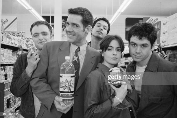 British indie rock group Sleeper with TV presenter Dale Winton on the set of the video shoot for the single 'Inbetweener' January 1995 Left to right...