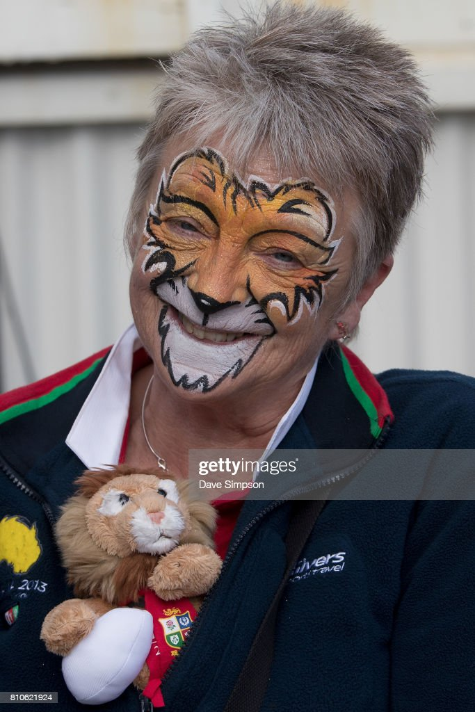 British & Irish Lions fan gets ready to watch the Rugby Test match between the New Zealand All Blacks and the British & Irish Lions at Auckland's Queens Wharf Fanzone on July 8, 2017 in Auckland, New Zealand.