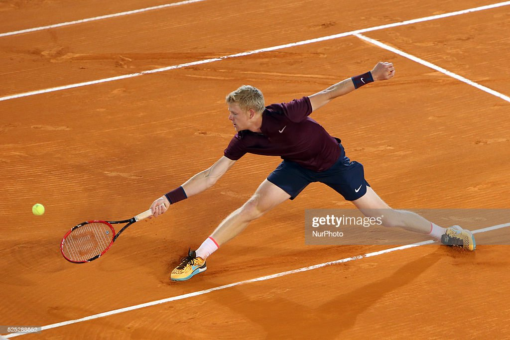 Millennium Estoril Open ATP 250 tennis tournament - Benoit Paire (FRA) vs Kyle Edmund (GBR) : News Photo