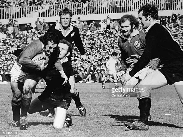 British Lions scrum half Gareth Edwards starts the movement which ended with loose forward Peter Dixon going over for a try, 20th August 1971. Wayne...