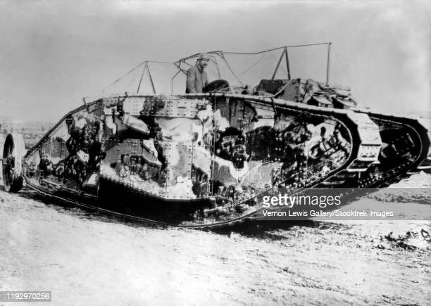 a british mark i tank at the battle of flers-courcelette during world war i. - ww1 tank stock pictures, royalty-free photos & images