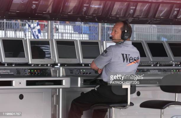 British McLarenMercedes team manager Ron Dennis watches on his screens the qualifying session in Spielberg 24 July 1999 on the eve of the Austrian...