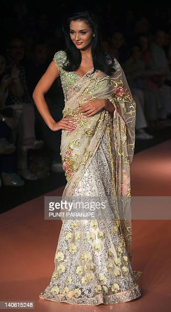 British model turned actress Amy Jackson showcases a creation by Indian designer Bhairavi Jaikishan on the second day of Lakme Fashion Week summer...